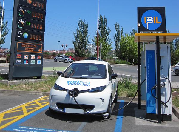 Cargadores Coches Eléctricos: factores a tener en cuenta antes de realizar la compra de un vehículo eléctrico